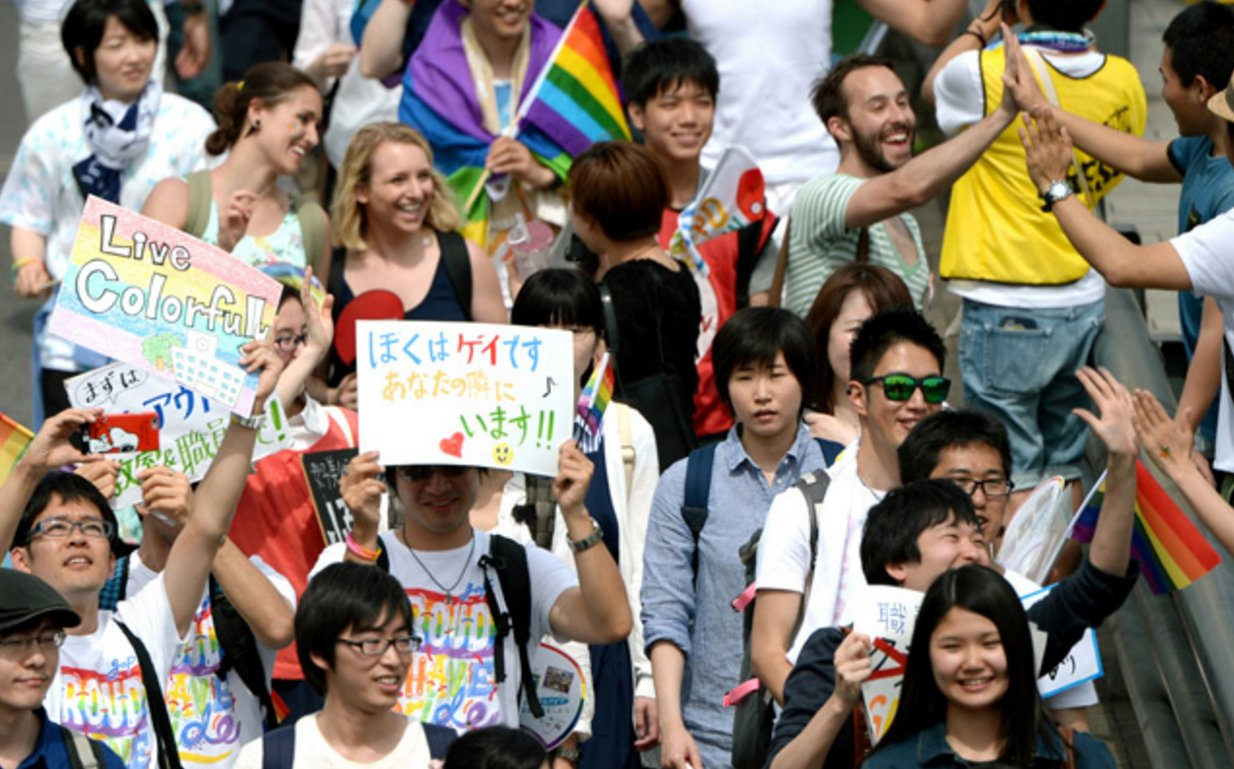 هزاران نفر در شهر توكيو با هدف ارتقاي ديد جامعه نسبت به دگرباشان در راهپيمايي جشن غرور رنگين كمان شركت نمودند
