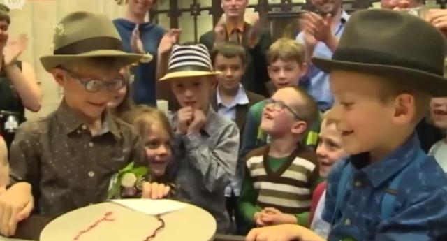 دو پسر در مدرسه ای در بلژیک به صورت نمادین ازدواج كردند.