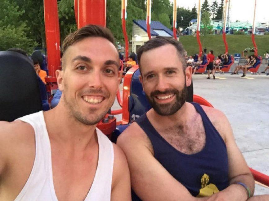 كارگر سرزمین عجایب کانادا به یک زوج همجنسگرا گفت كه دست از بغل كردن هم برداريد.